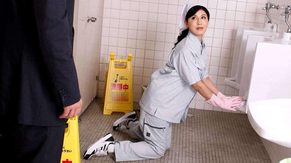 パコパコママ 021019_031 便所で悶える清楚な掃除婦